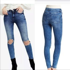 NWT Free People hight waist busted Knee SkinyJeans